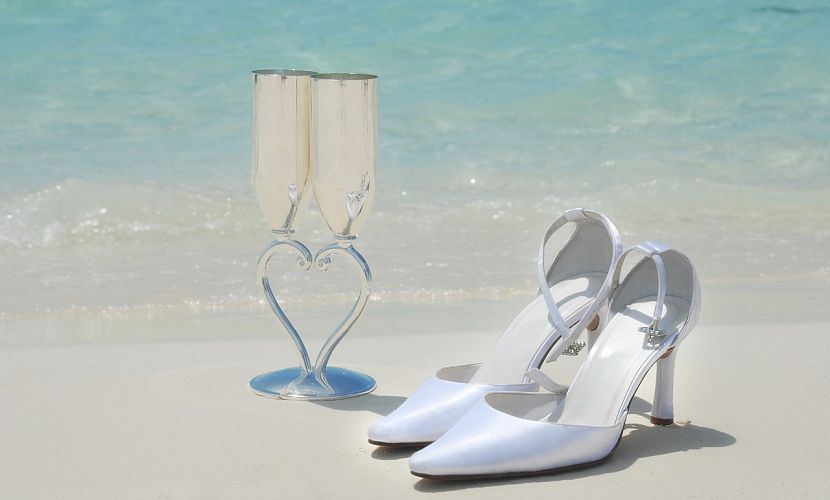 Weddings Guide beach